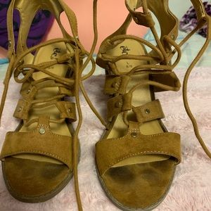 Rue21 ankle wedges that tie